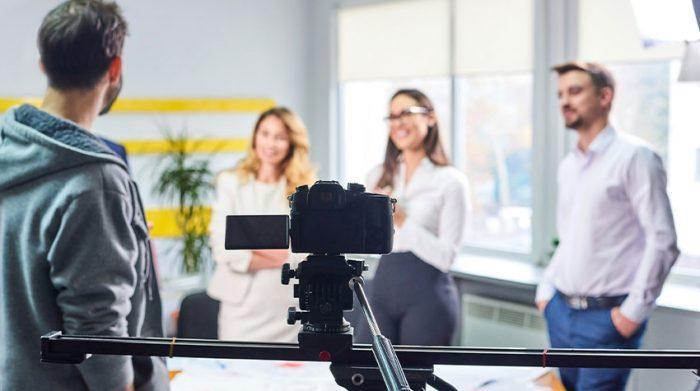 Ein Teamevent der besonderen Art: Dreht gemeinsam mit den Kollegen einen Film. © Shutterstock, FrimuFilms