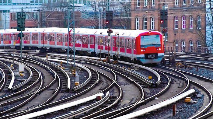 Die S- und U-Bahnen decken ein beachtliches Streckennetz in Hamburg ab. © Shutterstock, ON-Photography Germany