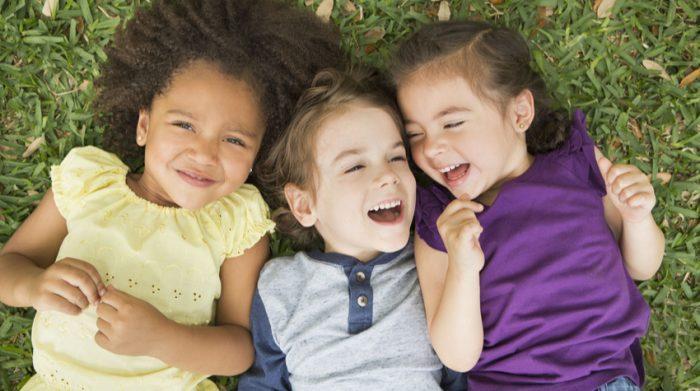 Auch die Engländer kennen und nutzen den deutschen Begriff Kindergarten. © Shutterstock, MintImages