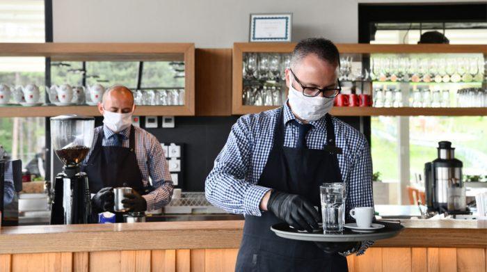 Die Gastonomie in Hamburg kann langsam wieder aufatmen. Die Restaurants, Cafés und Bars dürfen und Auflagen wieder öffnen. © Shutterstock, dotshock