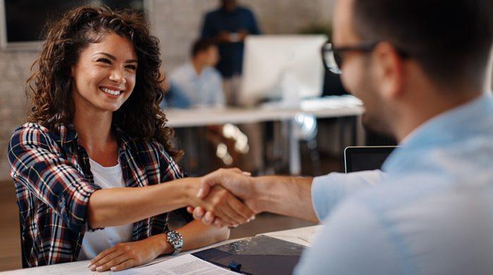 Hast du dich auch schon einmal gefragt, wie die Bewerbung bei einer Zeitarbeitsfirma abläuft? © Shutterstock, djile
