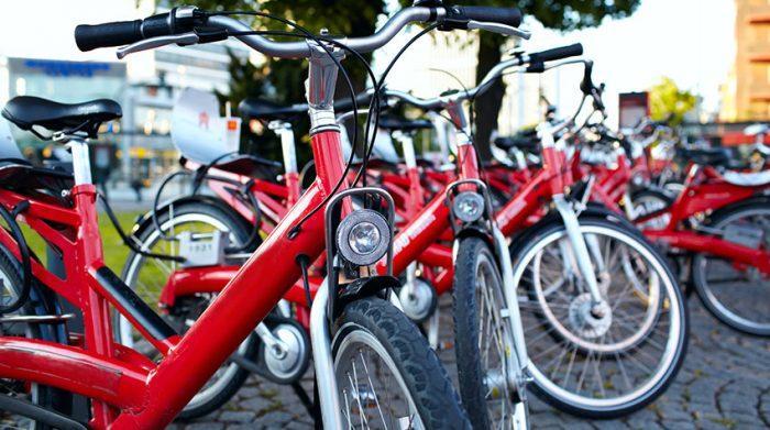 Radfahren ist eine gesunde und nachhaltige Alternative zum Autofahren. © Shutterstock, d13