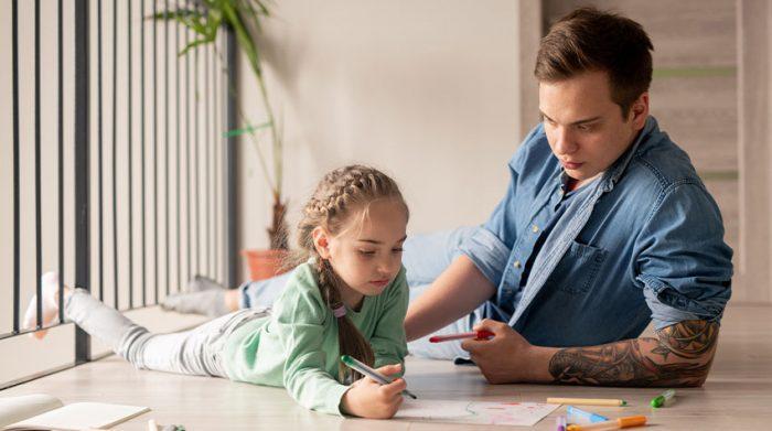 Sind Tattoos und Piercings okay? Das kommt auch immer ein wenig auf den einzelnen Arbeitgeber an. © Shutterstock, Pressmaster