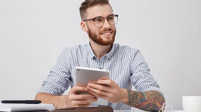 In welchen Branchen sind Tattoos okay und in welchen nicht? © Shutterstock, WAYHOME studio