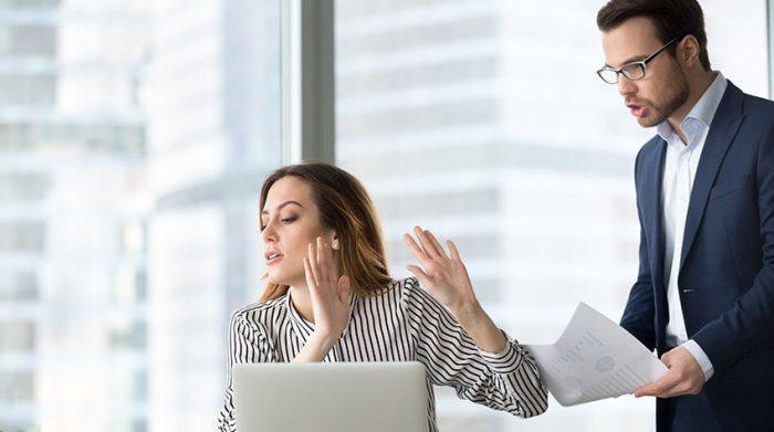 Viele Menschen fühlen sich von ihrer Arbeit gestresst. © Shutterstock, fizkes